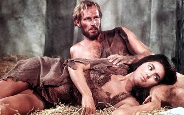 El planeta de los simios - Charlton Heston y Linda Harrison