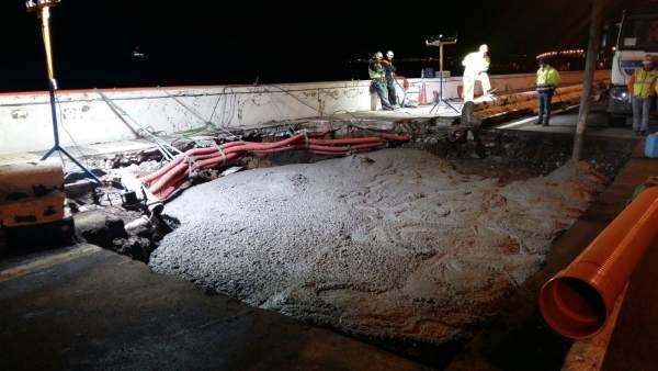 Trabajos para arreglar el socavón de la Avenida Marítima de LPGC