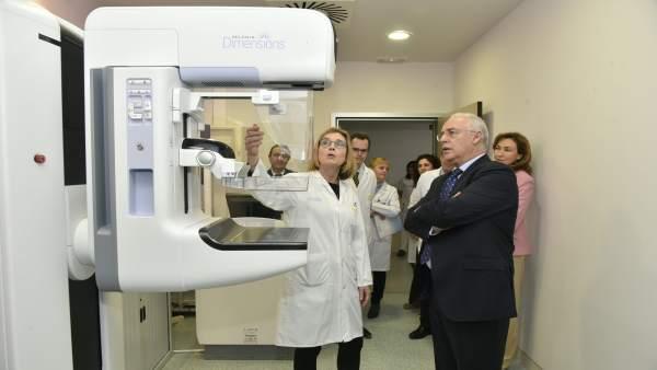 Ceniceros visita mamógrafo digtal San Pedro
