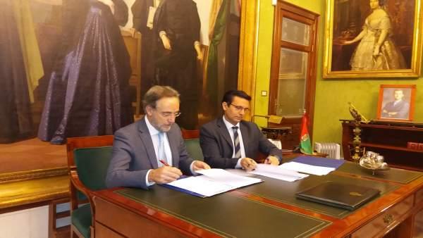 El consejero de Fomento, Felipe López, y el alcalde de Granada, Francisco Cuenca