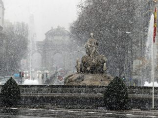 La Cibeles bajo una intensa nevada