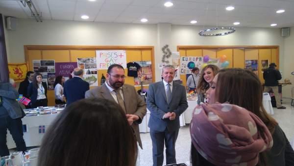 Nota Y Foto/ El Centro Educativo Hurtado De Mendoza Celebra Su Feria De Turismo