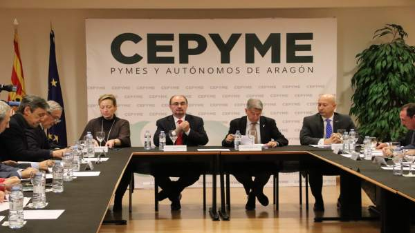 Lambán asite a una reunión de la Junta Directiva de CEPYME Aragón.