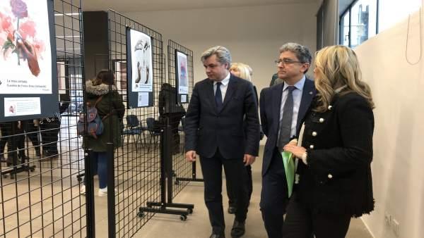 El delegado del Gobierno, Enric Millo, abre una exposición en Tarragona
