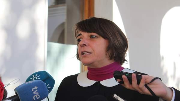 Elena Cortés en declaraciones a los periodistas