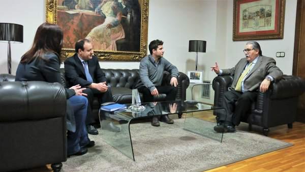 Reunión de la Cámara de Zaragoza con dirigentes de Podemos Aragón