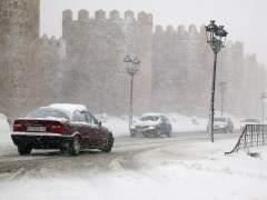 La DGT avisa de que la nieve dificultará este sábado el tráfico en el norte