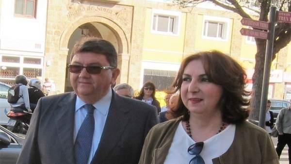 Los exalcaldes de Rota a su llegada a la Audiencia Provincial de Cádiz