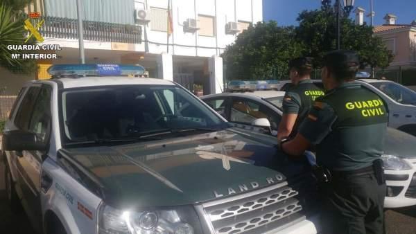 Agentes de la Guardia Civil en Lepe (Huelva)