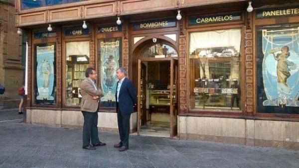 La confitería La Campana ya sin veladores.