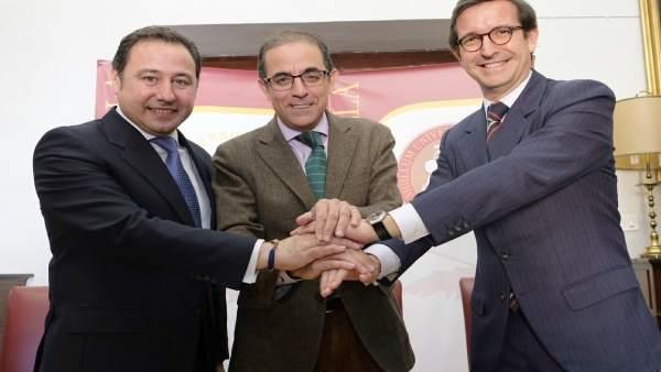 Castro, Sánchez y Paradela firman el convenio de adhesión