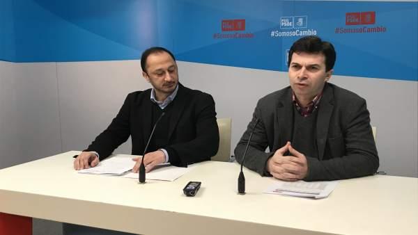 Alfonso Rodríguez Gómez de Celis y Gonzalo Caballero en la rueda de prensa
