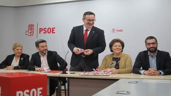 Diego Conesa Junto A Parte De La Ejecutiva Regional Socialista
