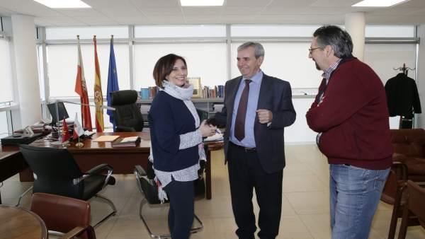 De la Sierra se reúne con la alcaldesa de Los Corrales de Buelna