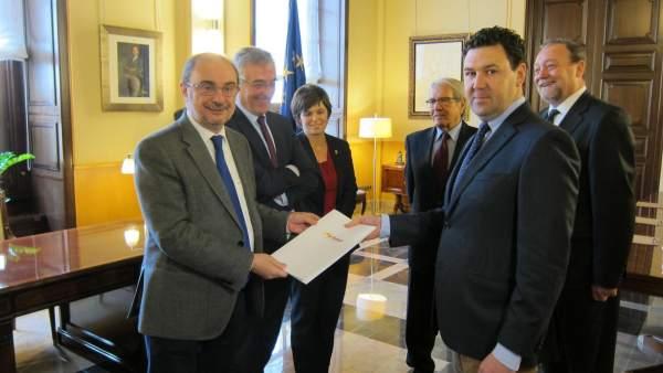 Lambán y Olona en su reunión con los representantes de la FAMCP