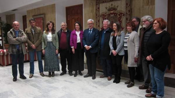Isabel Ambrosio y Manuel Jiménez Barrios con asociaciones memorialistas