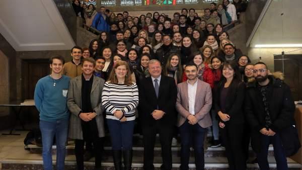 Recepción de universitarios en el Ayuntamiento de León.
