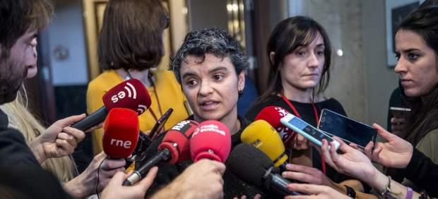 Lucía Martín, diputada de Unidos Podemos, en los pasillos del Congreso.