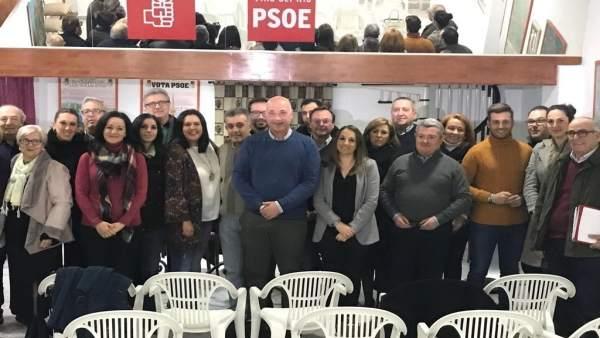 Ruiz (centro) en la reunión de la mesa comarcal