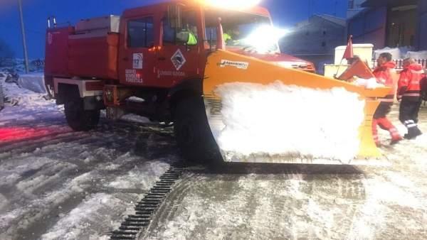 Cinc carreteres segueixen tallades per la neu a Castelló i el problema d'aquest dimecres serà el gel