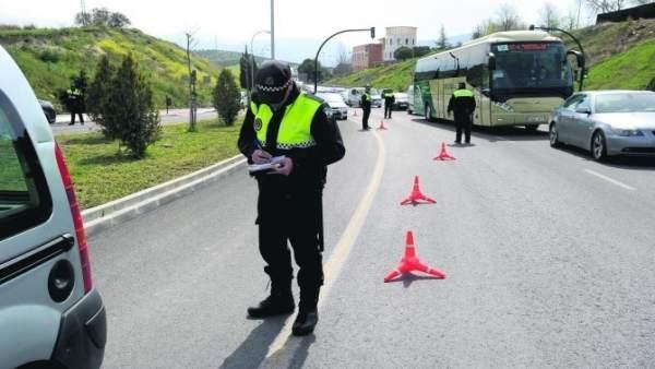 Policía Local de Jaén en un control