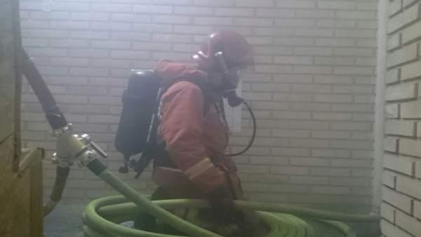 Imagen de recurso de un bombero trabajando