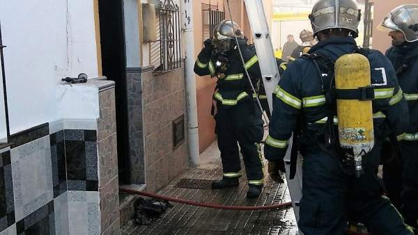 Bomberos actúan en incendio de vivienda en Jerez
