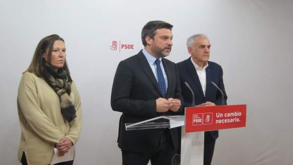 Joaquín López junto a Alfonso Martínez Baños y Lourdes Retuerto