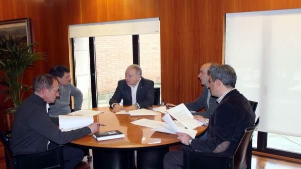 El presidente de la DPH reunido con los portavoces del resto de grupos