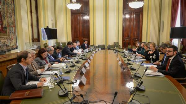 Nota Y Foto: Isabel García Tejerina Preside Una Reunión De Coordinación De Las C