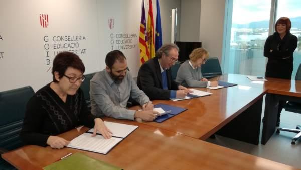 Firma de las medidas de estabilidad para funcionarios interinos en Educación