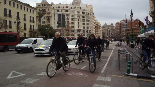Joan Ribó, Guiseppe Grezzi y Pedro Delgado por el anillo ciclista de València