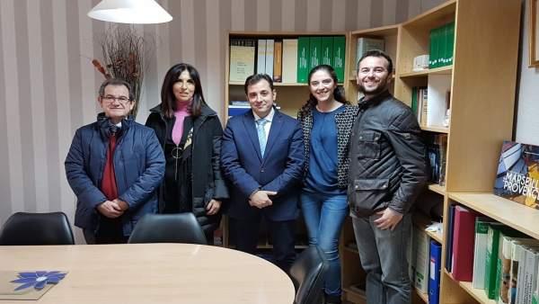 López (centro) visita el IES La Fuensanta