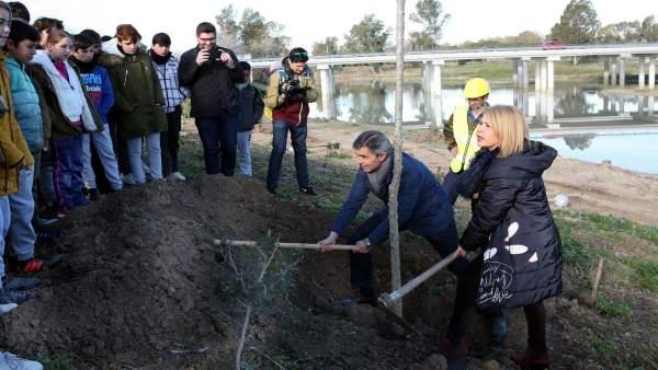 El delegado territorial de Medio Ambiente y la alcaldesa de Jerez