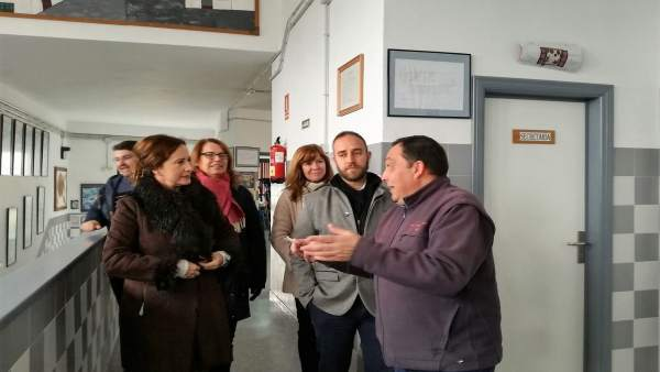 La delegada de Educación en un colegio en Grazalema