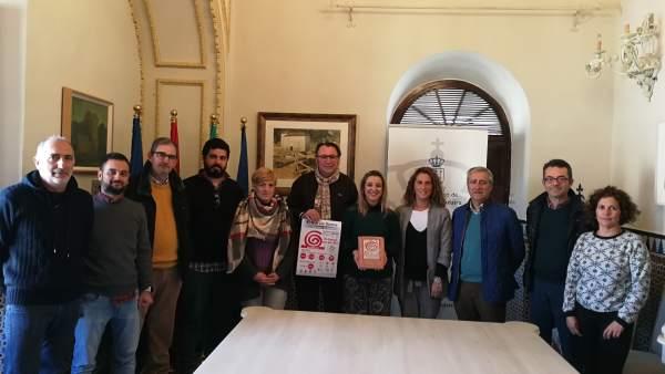 La alcaladesa de Alcalá, Ana Isabel Jiménez, ha recibido a los organizadores.