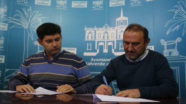 Acuerdo entre el Ayuntamiento de Valverde del Camino y Apimad.