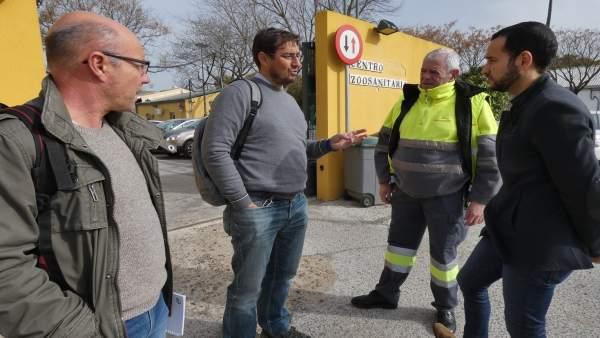 Rojas visita el Zoosanitario con delegados sindicales