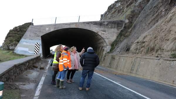 Desprendimiento en la N-634 entre Zumaia y Getaria