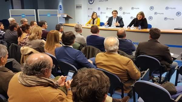 Valladolid.- Un momento del encuentro en la sedel del PP