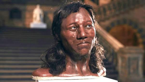 El primer británico moderno tenía ojos azules y piel oscura