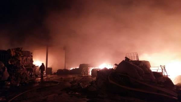 Incendio en una empresa en Benaguasil