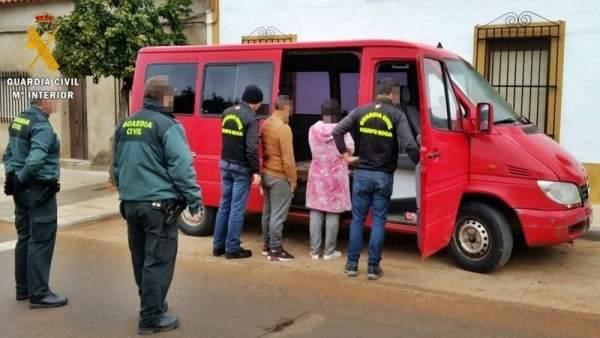 'La Guardia Civil Detiene A Tres Miembros De Un Grupo Familiar Por El Robo De 27