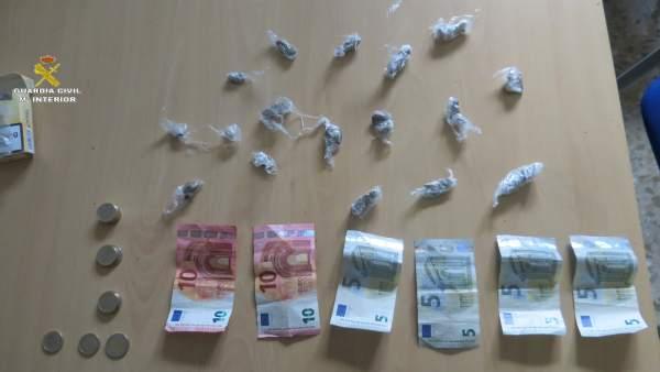 Dinero y droga incautada en Jimena