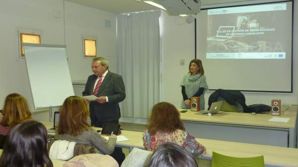 Alcalde inaugura el taller