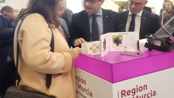 Juan Hernández, Joaquín Gómez y María Victoria Morera en Fruit Logistica