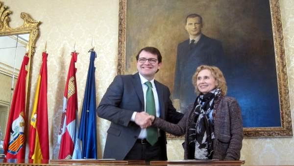 El alcalde de Salamanca y la rectora de la UPSA.