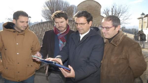 El alcalde de Granada, Francisco Cuenca, visita el Albaicín