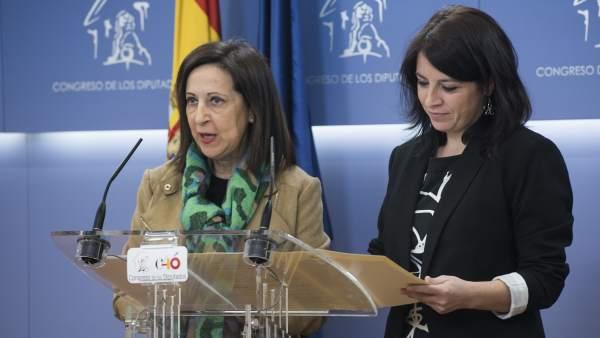 Margarita Robles y Adriana Lastra, portavoz en el Congreso y vicesecretaria general del PSOE, respectivamente.