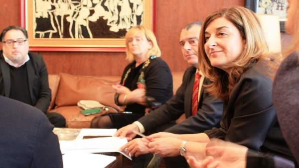 Buruaga se reúne con representantes de la Cámara de Comercio de Torrelavega